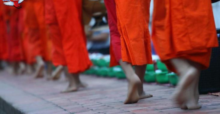 龍坡邦世界文化遺產-僧人清晨化緣 @YA !野旅行-玩樂全世界