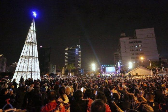 2020台南聖誕燈節河樂燈區點燈  荷美聲歌手馬丁再度驚喜獻聲   @YA !野旅行-吃喝玩樂全都錄