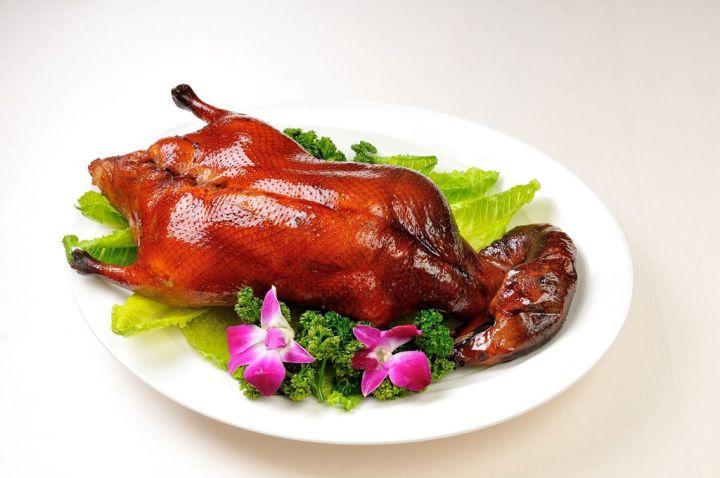 義大皇家酒店推出鎮店「鴨」箱寶,邀您美饌帶著走! 滿額加購霸王級櫻桃鴨只要999元,再贈人氣料理。 @YA !野旅行-吃喝玩樂全都錄