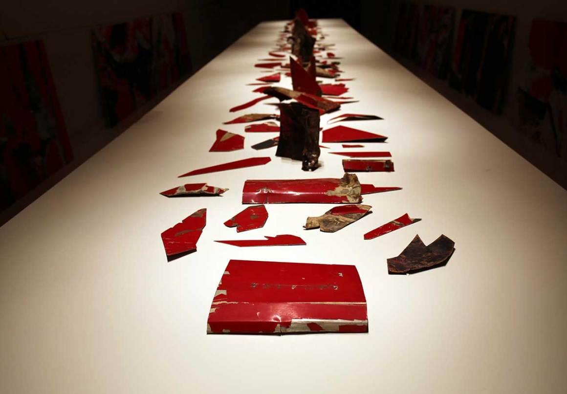 Simon Birch, Untitled, 2016. Des fragments assemblés d'une Ferrari 1980, du métal, de la peinture. Photo de Gloria Yu.