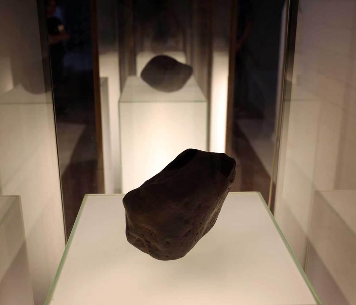 Détail de The Meteor collection, concept de Simon Birch co-conçu par Taylor Philips Hungerford et KPlusK associés, 2013-17. Installation mixte: Masonite, bois, mousse et peinture. Photo de Gloria Yu.