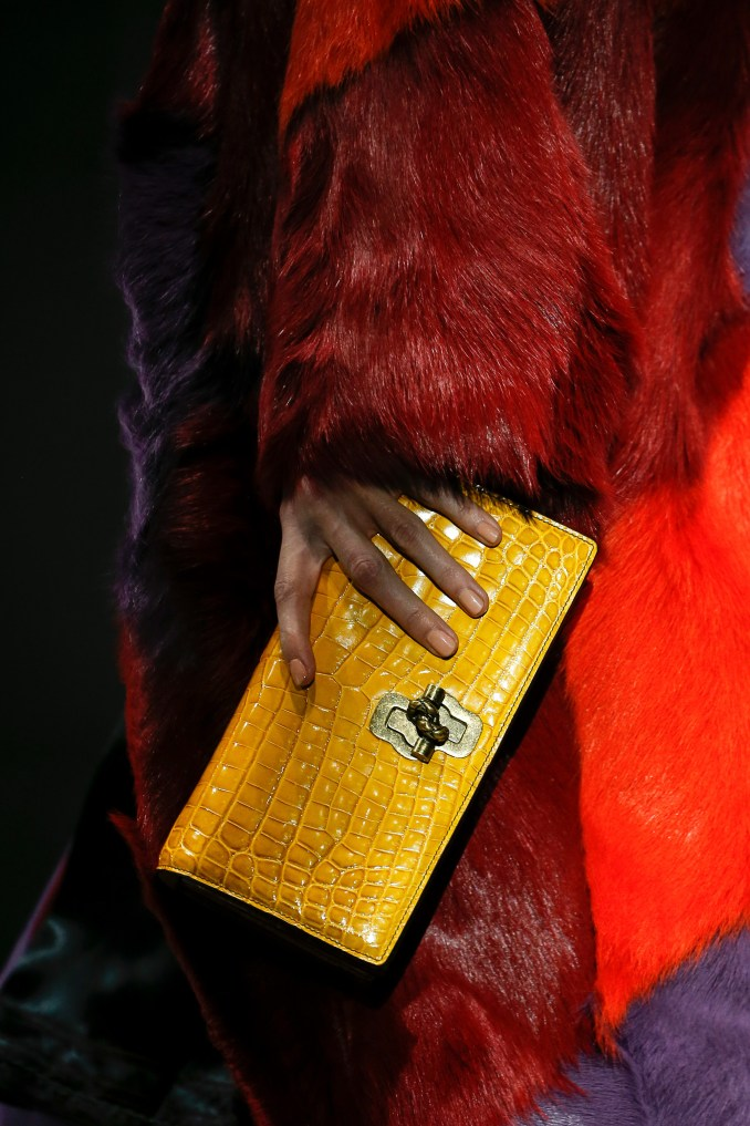 Bag clutch bright yellow.