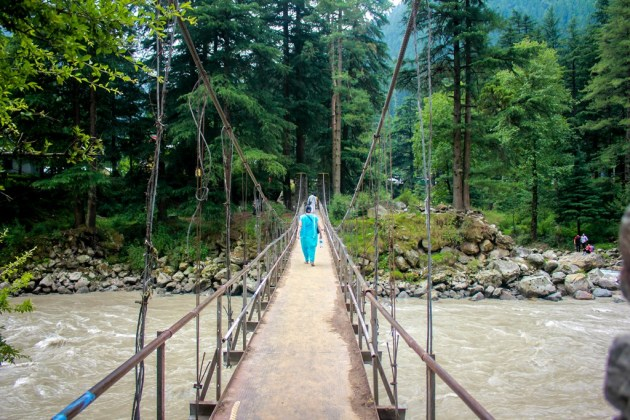 Crossing the hanging bridge at Kasol