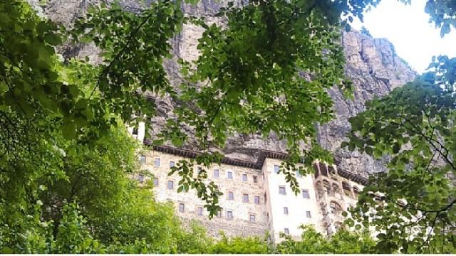Trabzon Gezilecek Yerler  Altındere Vadisi Milli Parkı ve Sümela (Meryemana) Manastırı