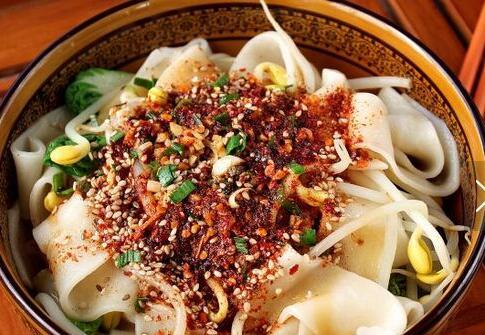 陕西经典美食【油泼辣子biangbiang 面】的家常经典做法,一学就会