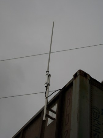 """多點""""遠距離無線網路""""傳送採用高增益全向性天線架設"""
