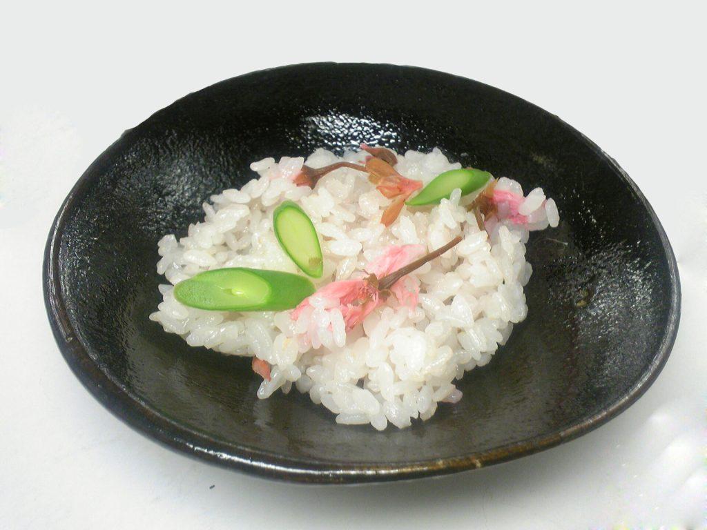 桜ご飯(こちらは使用例です)