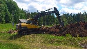 Grävmaskinen gör nu jobbet...