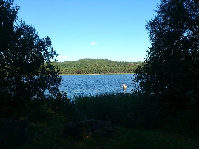 Rastplatsen vid Röstesjön utmed banvallen Hökerum-Ulricehamn.
