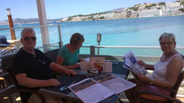 Christer och Monika Herrlin här tillsammans med Lisbeth då vi intog lunch på ett mysigt ställe alldeles intill havet.