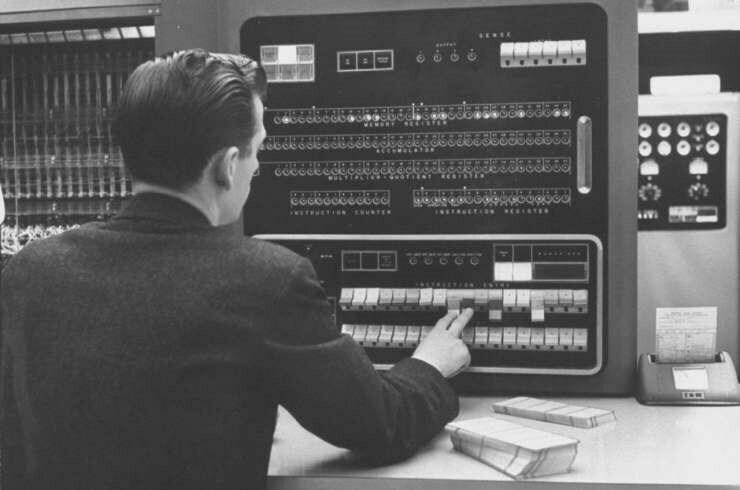la historia de IBM 701