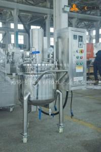 Vacuum mixing tank