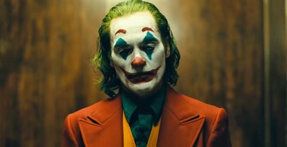 """האיש  הצוחק :ביקורת על הסרט  """"הג׳וקר"""""""