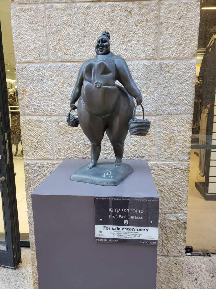 הפסל אשה עם סלים של רפי קרסו צילם:גדעון שני