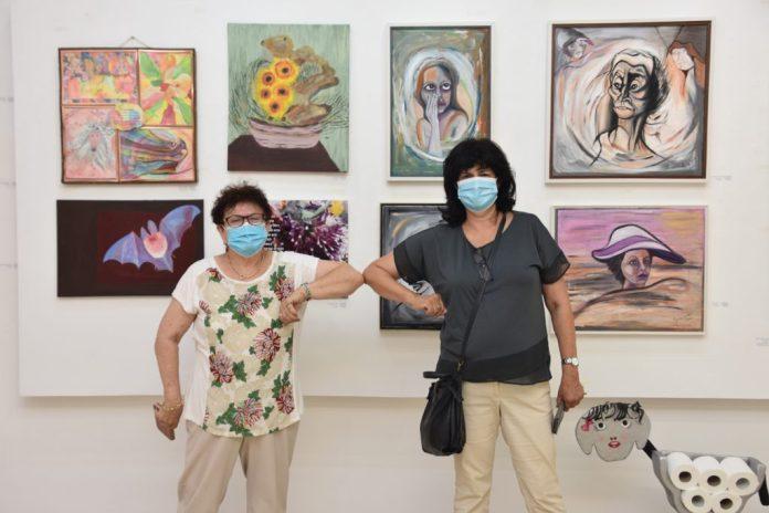 חוה גדיש בתערוכה בבית האמנים בחדרה