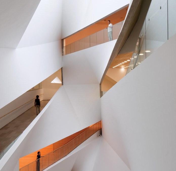 מורד מפל האור במוזיאון