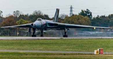 Plane fans see Vulcan taxi run at Southend Airport