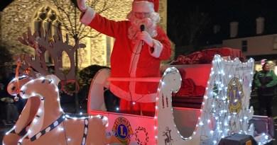 Leigh shows Christmas charity