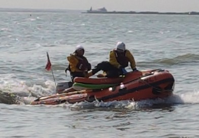RNLI rescues paddleboarders at Chalkwell