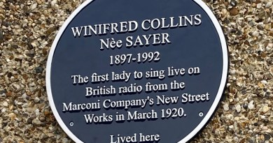 Blue Plaque unveiled in Chelmsford for first woman to sing on British radio