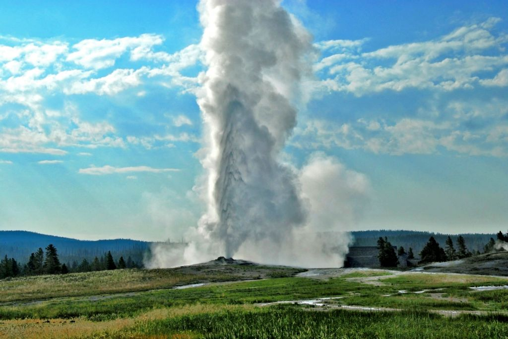 Summer Packages  Yellowstone National Park Lodges