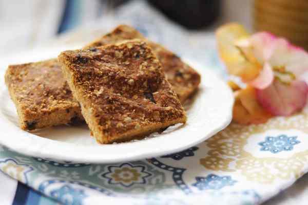 peanut butter & chocolate oat bars