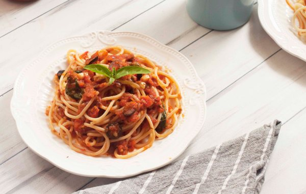 Spicy Italian Puttanesca Sauce with tomato,olives and Capers