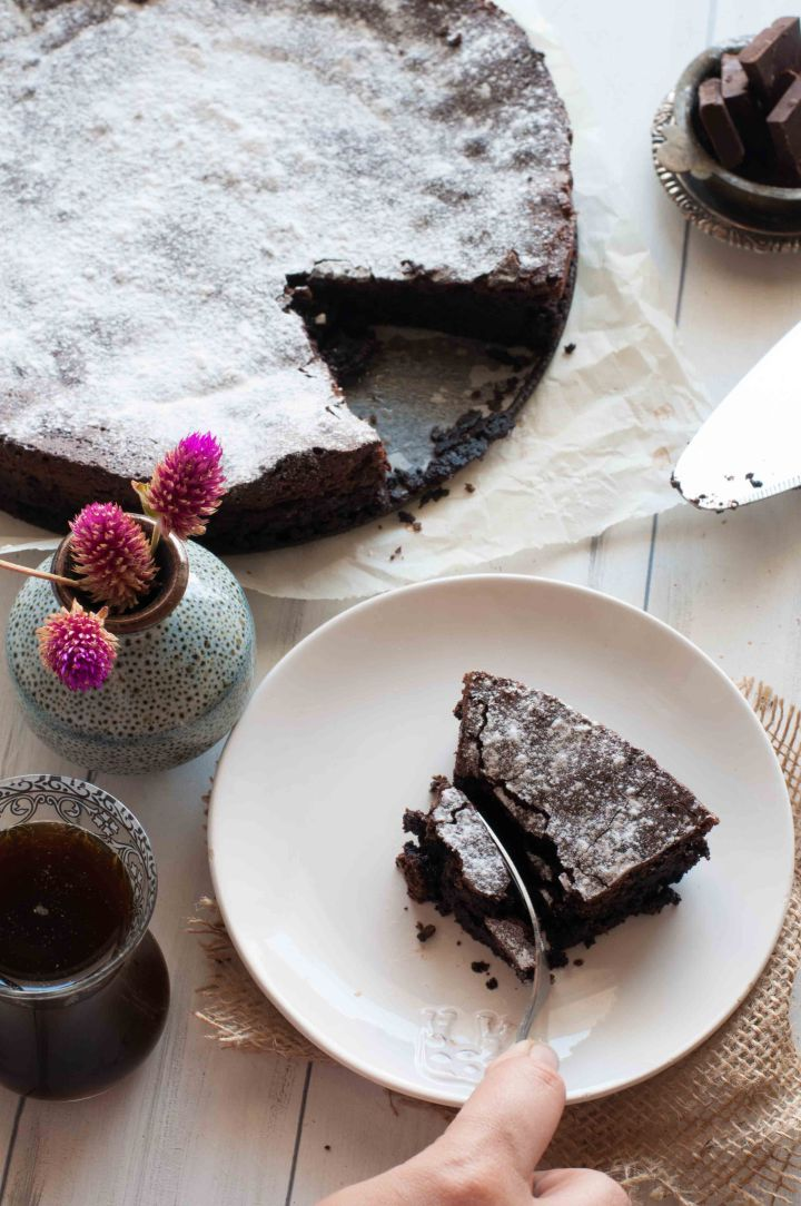 5 ingredient Gluten free Dark Chocolate cake