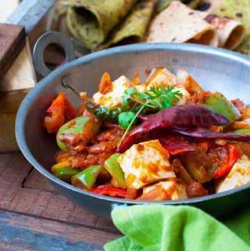 Super Simple,Quick,Vegetarian Paneer Capsicum Family Recipe.