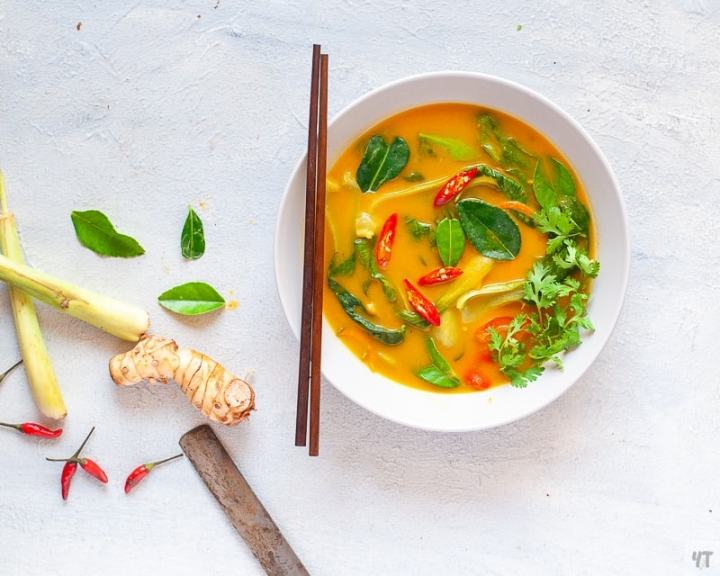 Healthy Thai Pumpkin Soup made with Thai Red Curry Paste and Coconut Milk.A perfect whole 30 approved,Paleo,Gluten Free Dinner. #paleo #whole30 #soup #pumpkin #butternutpumpkin #recipe #healthysoup #pumpkinsoup #thaisoup