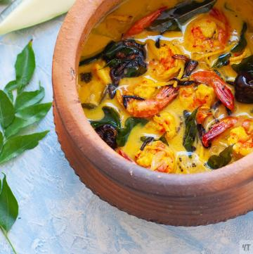 Prawn Curry with Raw Mango - Indian Shrimp Curry also called Chemmin Mango Curry made with Prawns or Shrimp , coconut milk and sour raw mangoes. Super easy Indian- Gluten Free, Paleo & whole 30 complaint Seafood Curry #prawn #shrimp #indiancurry #seafoodcurry #curry #kerala #malabar #malayali #coconutmilk #mango #rawmanho #mangocurry