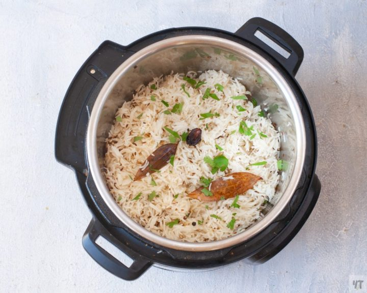 How to make Jeera Rice in Instant Pot without soaking.Perfectly made Indian cumin spiced rice recipe which goes with any curry! #rice #indianrecipe #instantpotrecipe #indianricerecipe #jeerarice #cuminrice #gheerice