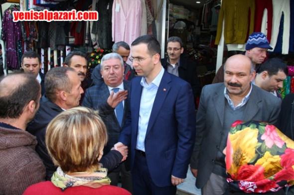 AK Parti Trabzon Milletvekili Av. Salih Cora, Cuma namazını Şalpazarı'nda kıldıktan sonra İlçeden ayrıldı