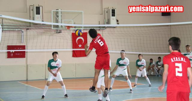 Şalpazarı Anadolu Lisesi ve Şalpazarı A.Y. M.T.A.L. Arasında oynanan final maçından bir enstentane