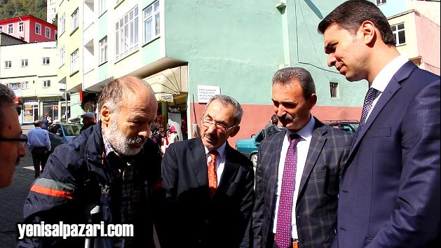Kaymakam Murat Acar, annesini kaybeden Yakup Özer'e başsağlığı diledi.