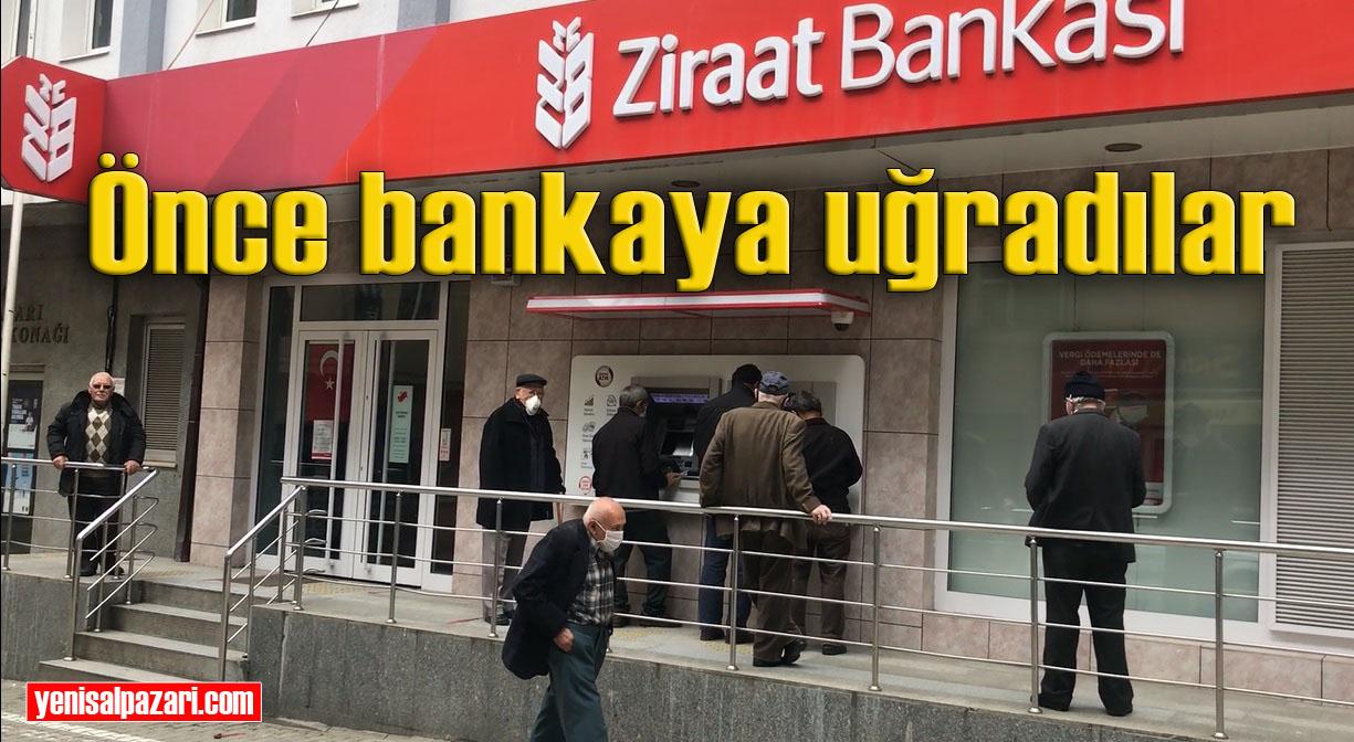 50 gün sonra sokağa çıkan 65 yaş üstü vatandaşların ilk durağı banka oldu