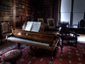 so here's a photo of a piano. 2x1.