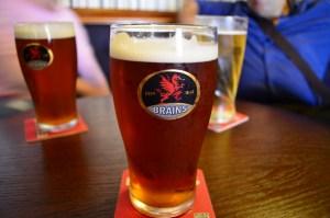 Estilos de cerveza británicos - Pinta de Brains en Cardiff