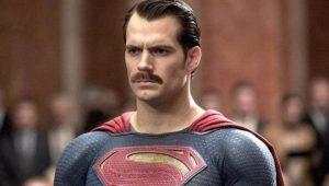 superman con bigote