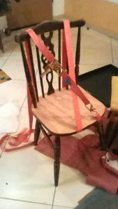 הדבקת חלקי הכסא חזרה פעם ראשונה