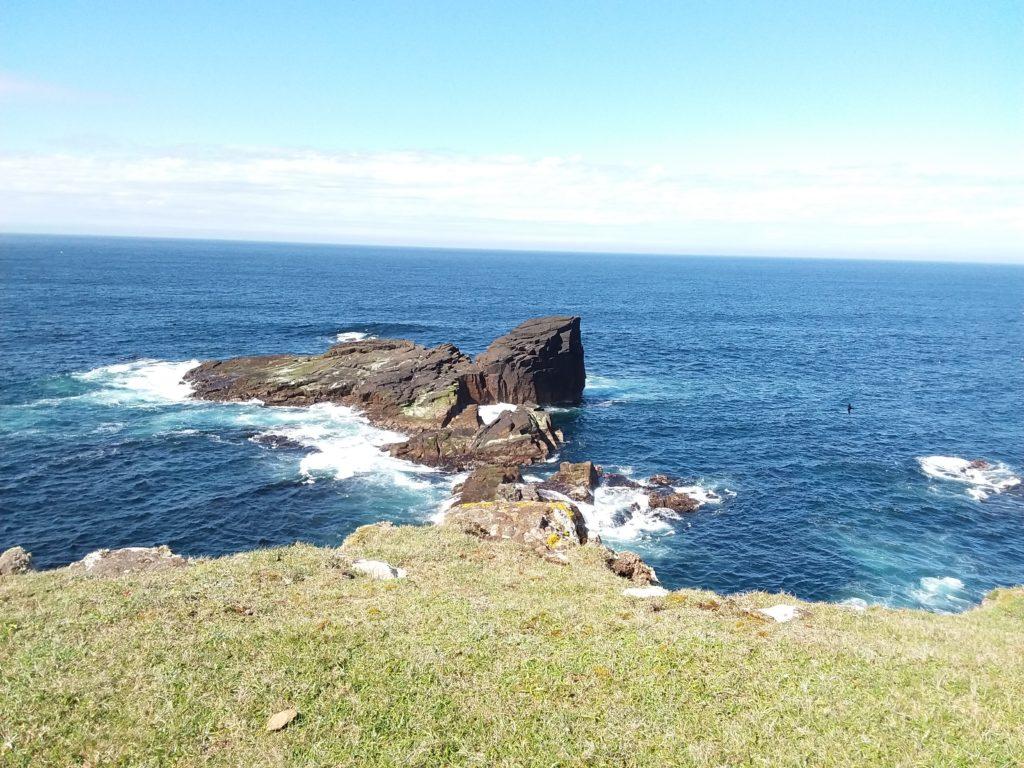 Volcanic rock at Eshaness - hiking in Shetland