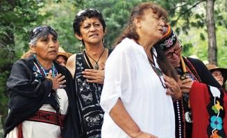 praying-grandmas-by-feldman-650.jpg