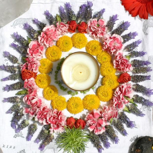 Mandala de fleurs et feu pour le solstice d'été