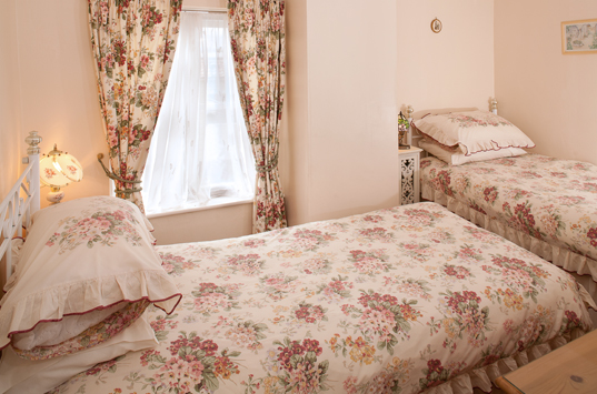 B&B-Berrow-Family-Suite-Twin-Ensuite-Room