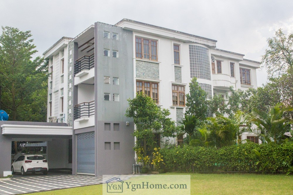 Landed House for Rent in University Avenue Road with 6MBR and swimming pool.