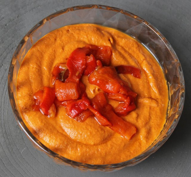 Spicy paprika hummus met harissa - hummus recept