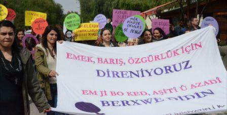 DAÜ'lü kadınlardan 8 Mart eylemi