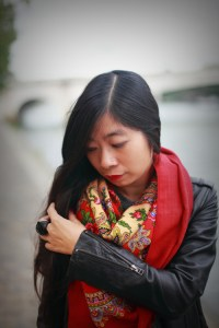 foulard rouge et perfecto noir 2