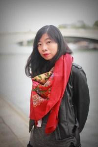 foulard rouge et perfecto noir