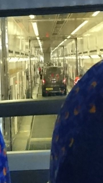 s_ユーロトンネルとバス2.JPG